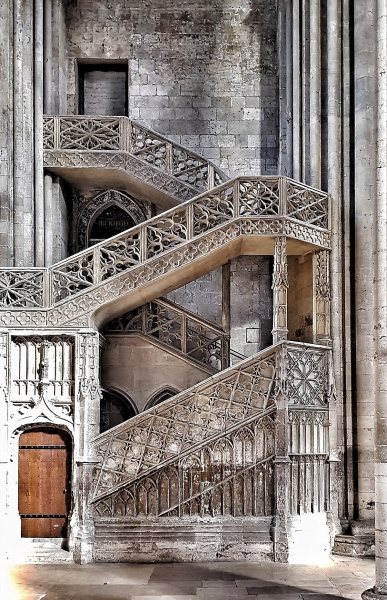 Treppe in der gotischen Kathedrale von Rouen