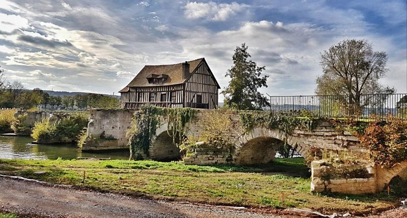 Mühlenhaus auf einer alten Brücke in  Vernon,  Normadie