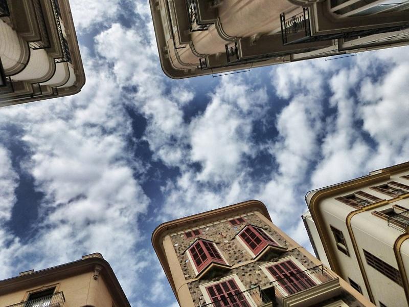 Blick in den Himmel - Palma de Mallorca, Spanien