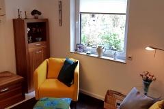 Wohnzimmer mit Blick auf das Künstleratelier